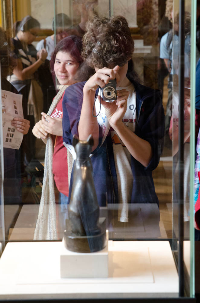 d taking a photo in louvre